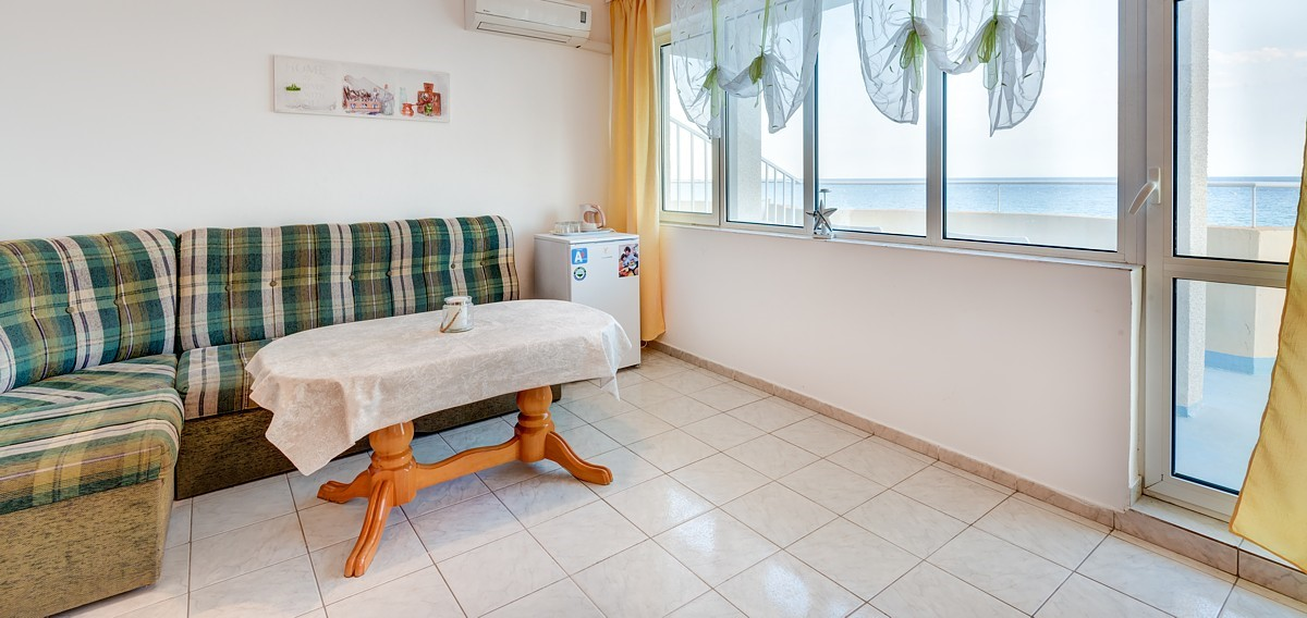 Sunshine Apartment is located on the third floor of the hotel and offers breathtaking direct sea views..
